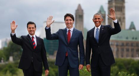 El incómodo apretón de manos entre Obama, Peña Nieto y Trudeau - El