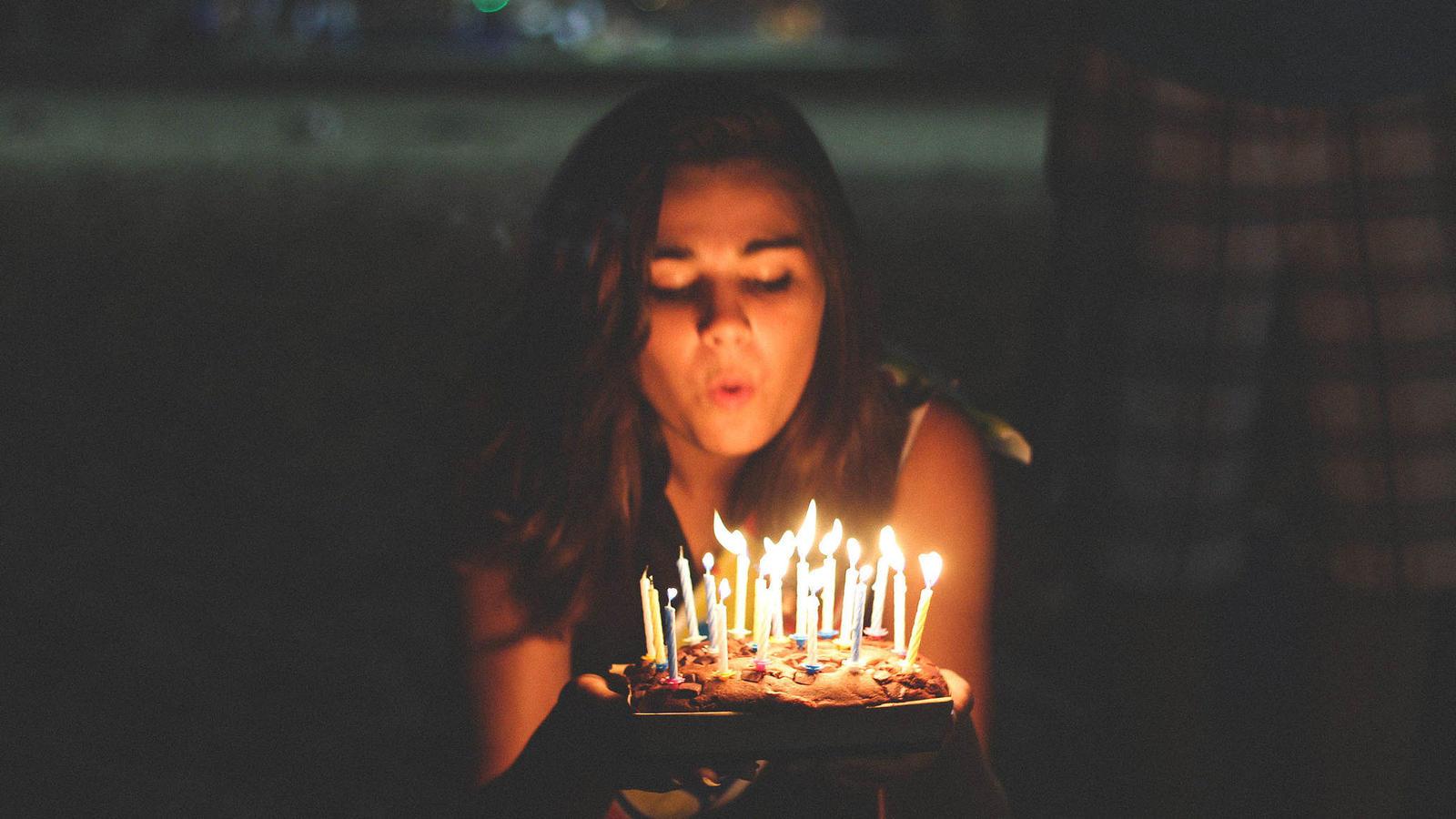 N/úmero 65 Set de Velas de Pastel de Cumplea/ños Arco/íris Velas de N/úmero de Cumplea/ños y 12 Piezas Toppers Velas Espiral Colorido de Pastel para Fiesta Aniversario Cumplea/ños