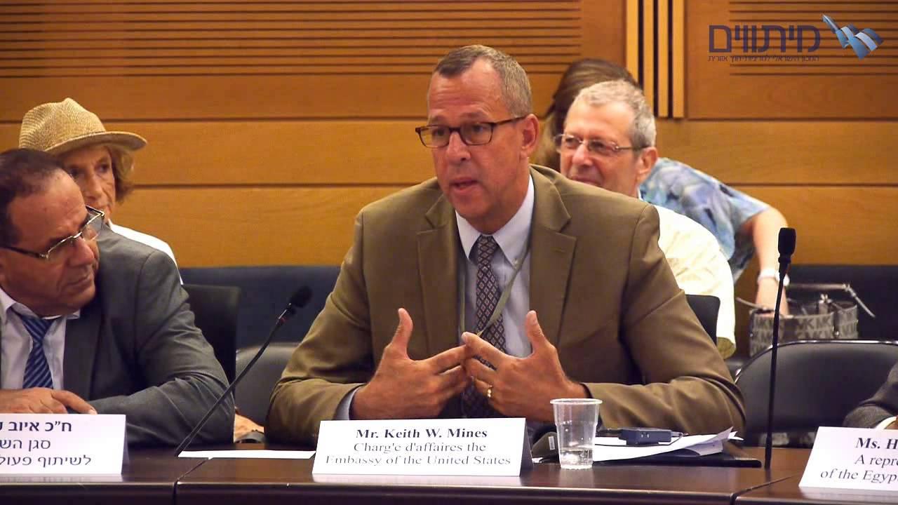 Keith Mines, diplomático de EE.UU. asomó hace un año acuerdo para vacunas  del Covid 19 ( Video) - El Politico